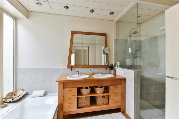 bathroom-2132342_1920.jpg